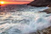 Turbulent sea under a fiery orange sunset — Stock Photo