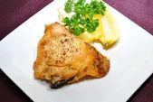 Lemon Pepper Chicken With Fresh Lemon and Parsley — Stock Photo