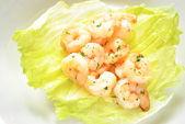 Appetising Shrimp Scampi on Lettuce — Stock Photo