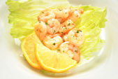 Shrimp Salad with Lemon Wedges — Foto de Stock
