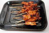 Parfaitement poulet grillé sur un bâton — Photo