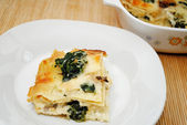 Baked Cheesy Spinach Lasagna with Cream Sauce — Stock Photo