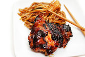 Barbequed Chicken Thigh Served with Rice Noodles and Veggies — Stock Photo