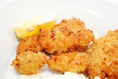 Crispy Fried Catfish Served with a Lemon Wedge — Стоковое фото