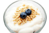 Top View of Vanilla Yogurt with Blueberries and Granola — Stock Photo