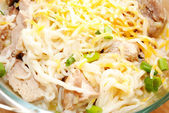 Cheesy Chicken and Ramen Noodles with Scallions — Stock Photo