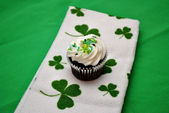 Irish Cupcake with Sprinkles — Stock Photo