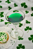 Green Martini Over a Shamrock Background — Stock Photo