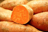 Close-Up of a Sweet Potato Cut in Half — Stock Photo
