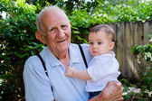 Chłopczyk z pradziadek — Zdjęcie stockowe