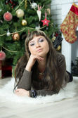 Beautiful girl celebrates Christmas — ストック写真