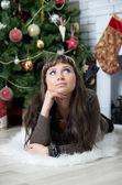 Beautiful girl celebrates Christmas — Stockfoto