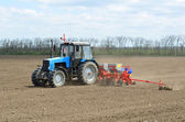 Tractor to sow — Stock Photo