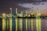 Petrochemical plant  industry at twilight time — Foto Stock
