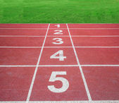 Start or finish position on running track with green field — Stock Photo