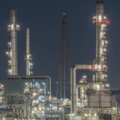 Tower of oil refinery at twilight — Stock Photo