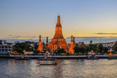Wat Arun Temple in bangkok thailand — Stock Photo