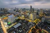 Aerial view of Bangkok Skyline along Chaophraya River at dusk — Stock Photo