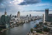 Bangkok Transportation at Dusk with Modern Business Building alo — Stock Photo