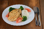 Grilled chicken breast with rice and vegetables — Stock Photo