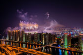 Sztuczne ognie nad miastem — Zdjęcie stockowe