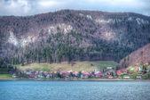 Pequeña aldea en las montañas - hdr — Foto de Stock