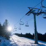 Ski lift and winter sunny day — Stock Photo