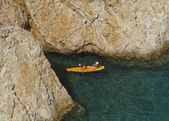 A kayak between the rocks — Stock Photo