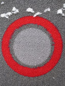 Concept-circles-13 Red circle outlining pale and darker grey circles. Carpet pattern. Modern art with a touch of snow. — Foto Stock