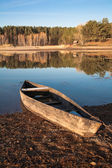 Old boat on the river bank — Stock Photo