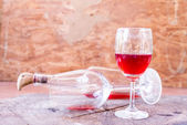Red wine on wooden background still life image — Stock Photo