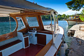 Boat at adriatic coast — Foto de Stock