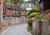 Strada deserta in un villaggio tradizionale inglese — Foto Stock