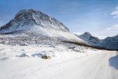 通过挪威高山积雪的路上 — 图库照片