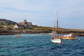 Approaching Isle of Iona from the sea — Stock Photo
