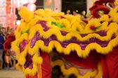 Akrobatlar aslan ve ejderha dans performans — Stok fotoğraf