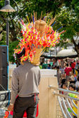 Man selling chinese dragon paper toys — Foto Stock