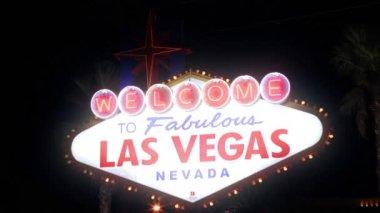 Las Vegas Sign at night — Stock Video