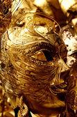 Venetiangolden mask på karnevalen i Venedig — Stockfoto