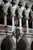 Lantern by Doge's Palace at St. Mark's square in Venice — Stock Photo