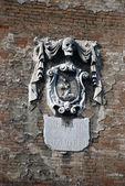 Venetian Skull Crest at the facade in Venice — Stock Photo
