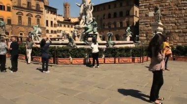 Fontein van neptunus op piazza della signoria in florence — Stockvideo
