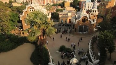 Tourists in Parc Guell square — Stock Video