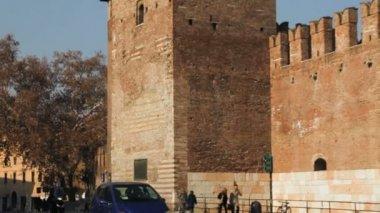 Hrad vecchio hodinová věž v verona — Stock video