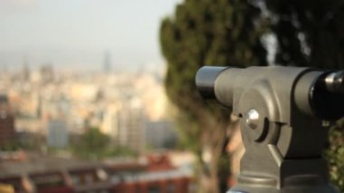 Barcelona skyline and telescope — Vidéo