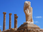 Ruins of Sabratha, Libya - Colonnade and Statue — Stock Photo