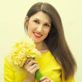 Krásná dívka s kyticí — Stock fotografie
