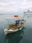 Verankert, fischerboot — Stockfoto