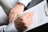 Podpisywanie umów o finansowanie — Zdjęcie stockowe
