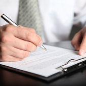 Firma contrato de finanzas — Foto de Stock